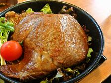 大分市上宗方の焼肉屋さん香火山の「黒毛和牛リブロースレアステーキ丼」が値段も大きさも衝撃的!
