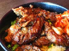 ミニサラダバーが付いてお得な「韓国苑 下郡店」でランチ!『炭焼カルビ丼』を食べてきた!