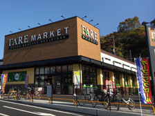 大分市下郡に「ファーレマーケット」というスーパーがオープンしてる!イートインコーナーには電源席も完備!