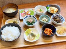 【旬菜厨房 inaho】たくさんの小鉢が並ぶ「まくのうちランチ」食べてきた!30品目食べられて栄養バランスもバッチリ![大分市森町]