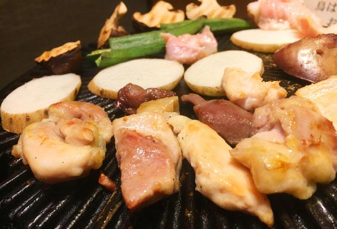 もも肉を焼いている画像