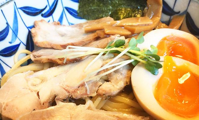 まる中の鶏白湯つけ麺