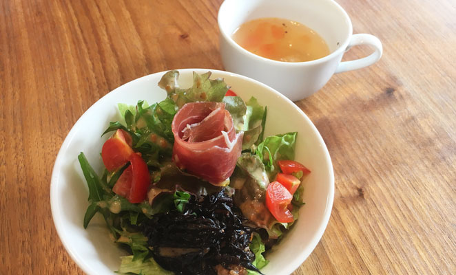 きゅうとごぶんのいちのサラダとスープ