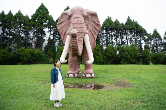 アフリカンサファリ前のマンモス像
